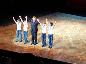 Elton  John mit den vier Billies: Euan, Nat, Thomas und Brodie